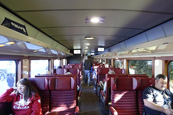 アガワ渓谷鉄道列車の車内