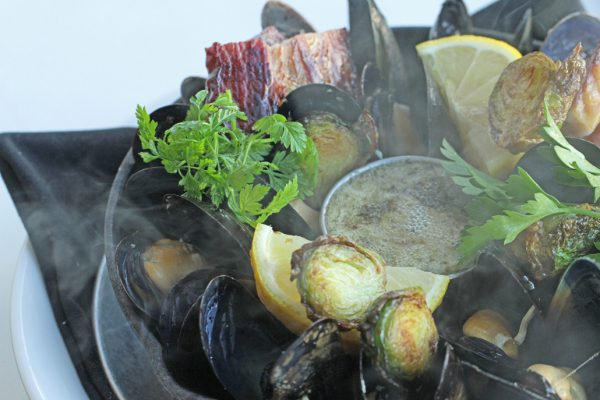 Cast-Iron-Baked-Mussels-2-1030x687