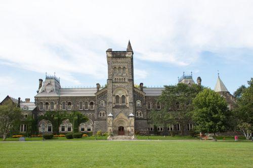 条例で定められていないが独自に義務化している場所 - 大学・カレッジ
